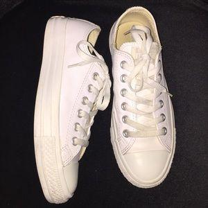 Unisex white converse sneakers men 4.5 women 6.5
